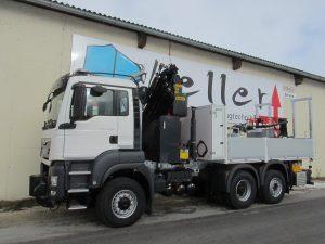Pritschenaufbau auf Dreiachser mit Ladekran der Firma Keller GmbH aus Rückersdorf bei Wien